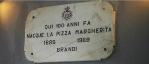 Targa in marco qui nacque la pizza margherita