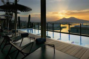 Panorama dal solarium del Hotel Romeo napoli