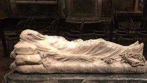 Scultura del Cristo Velato all'interno della Cappella Sansevero