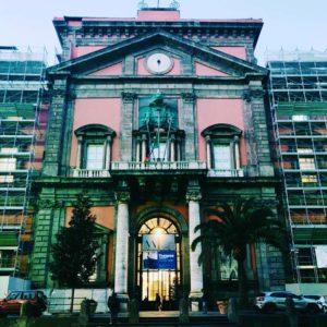 Facciata del Museo Nazionale di Archeologia di Napoli