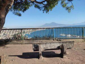 Napoli panoramica dalla panchina che guarda il Golfo di Napoli