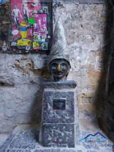 Cosa vedere a Napoli la statua di Pulcinella